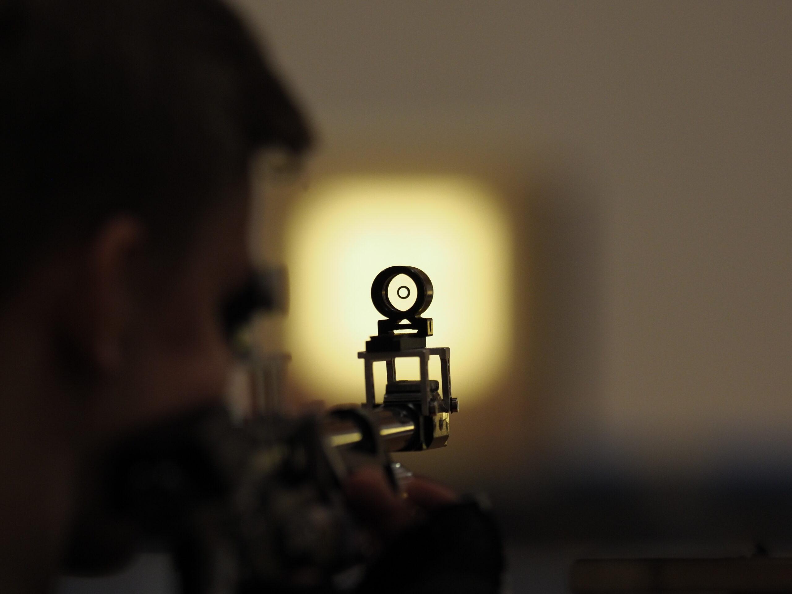 Tingsted Skytteforening tilbyder alle, der har lyst til at prøve at skyde med pistol eller riffel, at komme ud på banerne..